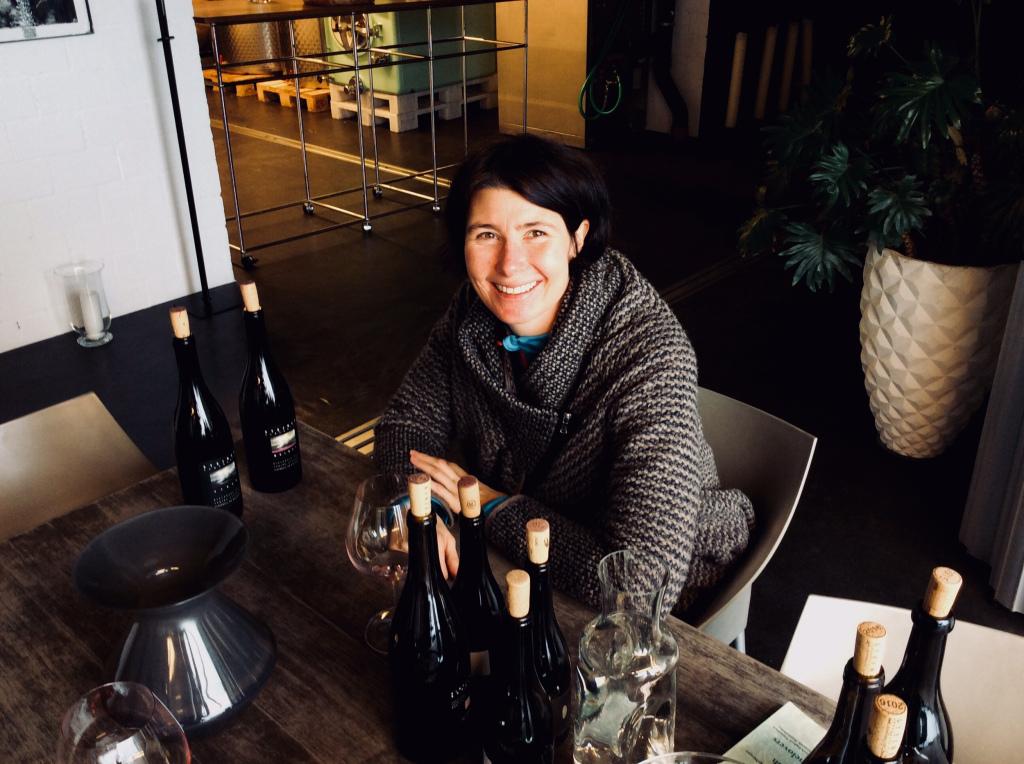 Sabine Steiner bei der Degustation ihrer besten Pinot Noir Lageweine